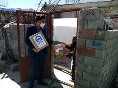 توزیع کمک های معیشتی بیمه آسیا در شهر زلزله زده سی سخت